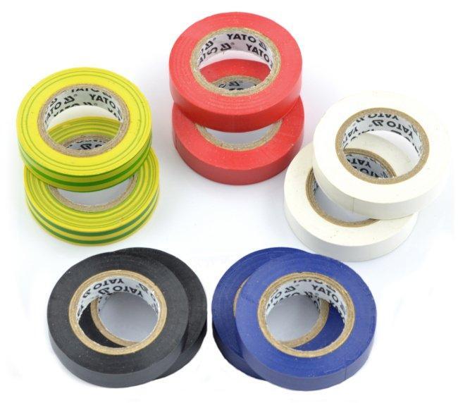 různé barvy izolační pásky