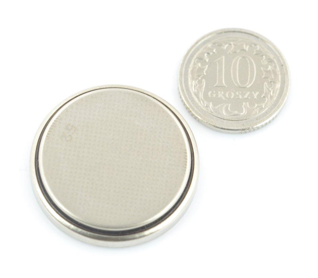 Rozměry baterie ve srovnání s 10 g.